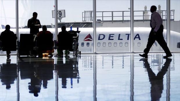 Delta Airlines pilotu bir kadın yolcuyu yumrukladı