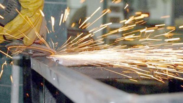 İngiltere'de imalat sektörü büyümesi 3 yılın zirvesinde