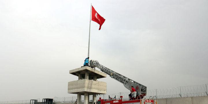 Suriye sınırındaki Türk bayrağının yeri değiştirildi