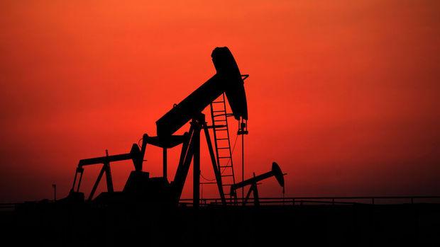 Petrol fiyatı Kasım'dan beri ilk kez 45 doların altında