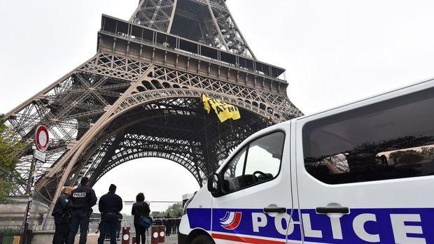 Greenpeace'den Eyfel Kulesi'nde eylem