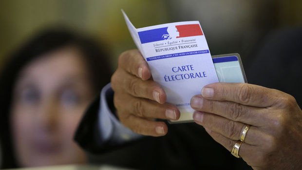 Fransa cumhurbaşkanlığı seçimlerinde iknci tur oy verme işlemi başladı