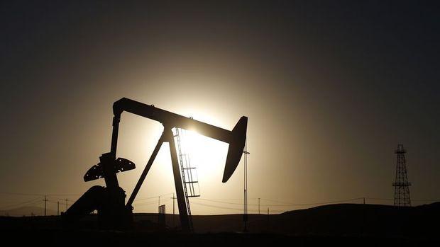 Küresel petrol arzı Nisan'da düştü