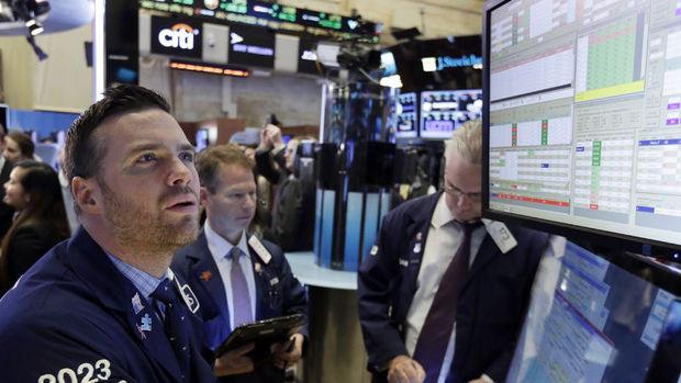 Küresel Piyasalar: Dolar kayıplarını genişletti, ABD hisseleri rekor seviyelerinden geriledi