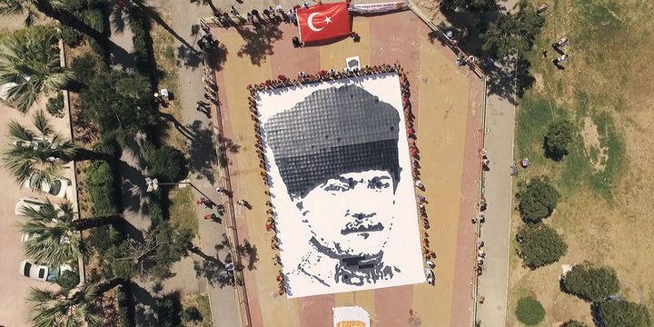 19 Mayıs Atatürk'ü Anma, Gençlik ve Spor Bayramı tüm yurtta kutlanıyor