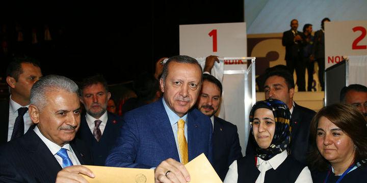 Erdoğan 998 gün sonra yeniden Genel Başkan