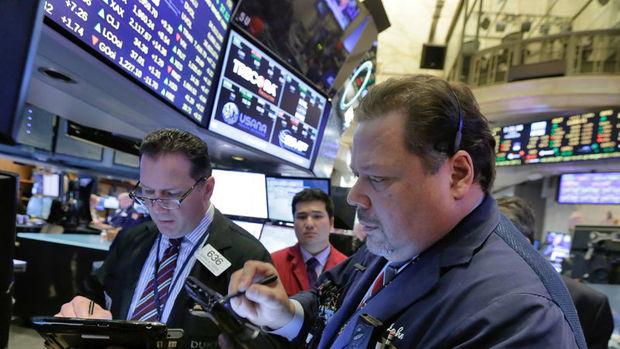 ABD hisseleri bankalara gelen satışlarla düştü