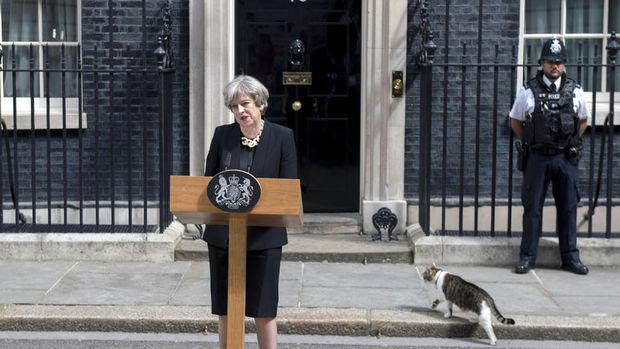İngiltere'de genel seçim ertelenecek mi?