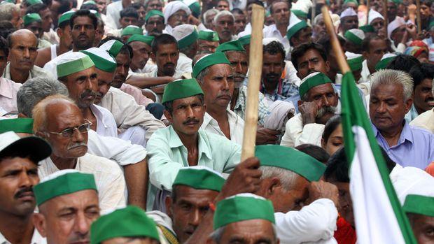 Hindistan'da çiftçilerin protestosunda 5 kişi öldü