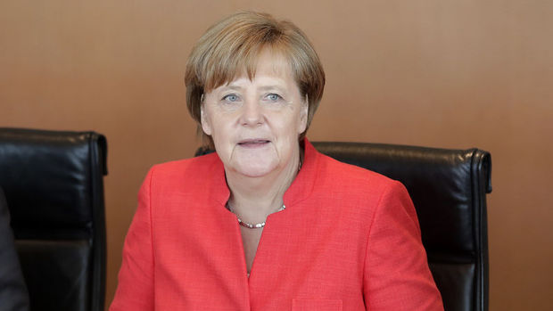 Merkel: Türkiye ile diyaloğu sürdürmek önemli