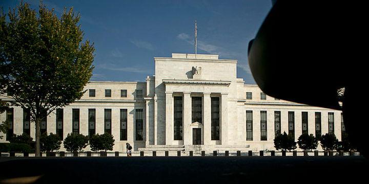 Fed düşük enflasyona rağmen neden faiz artırıyor?