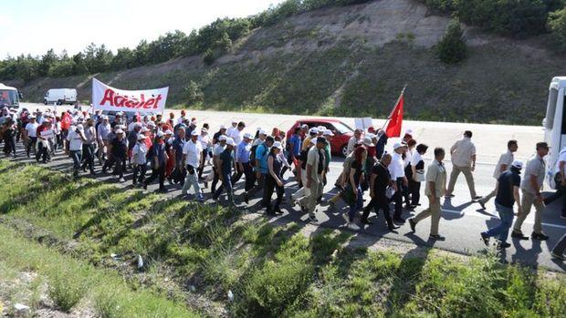 CHP'nin İstanbul yürüyüşünde fenalaşan partili hastaneye kaldırıldı