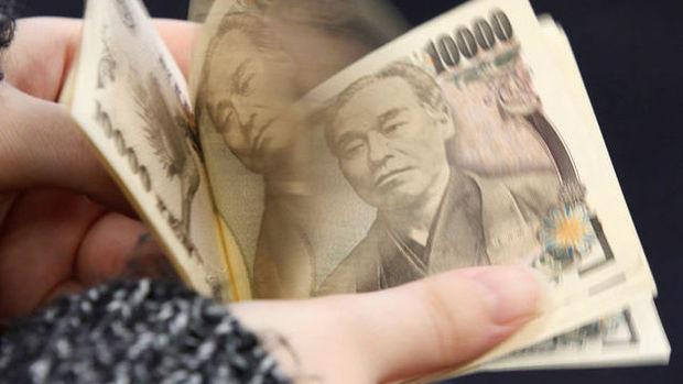 Yen, hisse kazançlarının risk duyarlılığını canlı tutmasıyla düştü