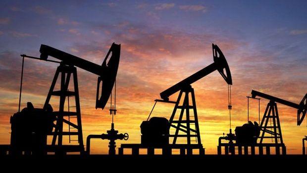 Petrol artan arzla beşinci haftalık kaybına yöneldi