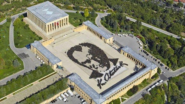 Torun: Anıtkabir'in çevresinin betonlaştırılmasına izin vermeyeceğiz