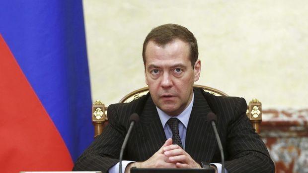 Medvedev: ABD Rusya'ya yönelik ticaret savaşı başlattı