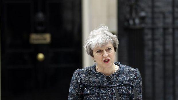 İngiltere Başbakanı May'den Trump'a 'ırkçı olaylar' eleştirisi