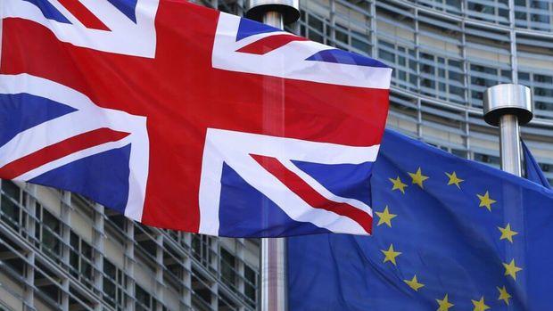 İngiltere AB vatandaşlarına Brexit sonrası vizesiz seyahat izni verecek