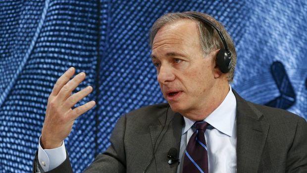 """Hedge fonu yöneticisi Dalio riskini """"taktik olarak"""" azaltıyor"""
