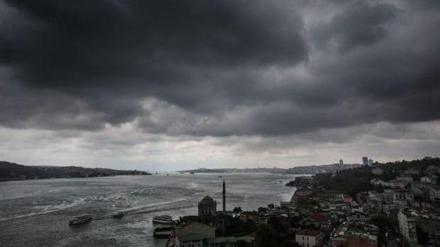 İstanbul'da yağmur başladı uçaklar havada tur atıyor