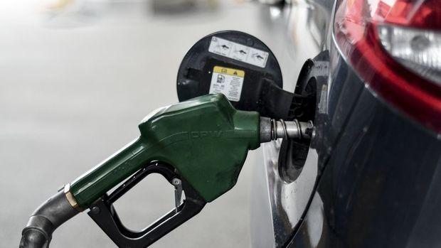 Dolar ve petrolde yaşanan düşüş akaryakıt fiyatlarına yansımadı