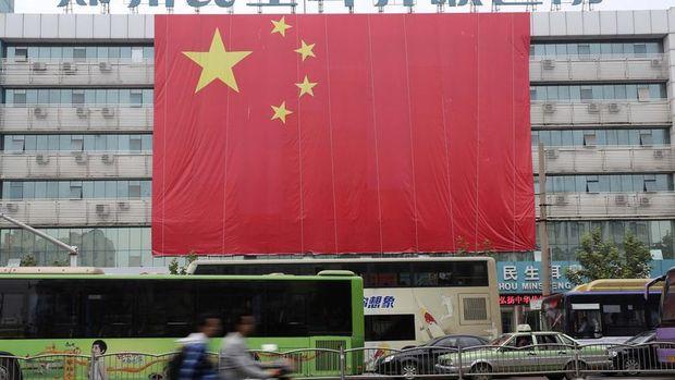 Çin'de ekonomik faaliyet sanayi üretimi sabit yatırım ve perakende satışlar ile yavaşladı