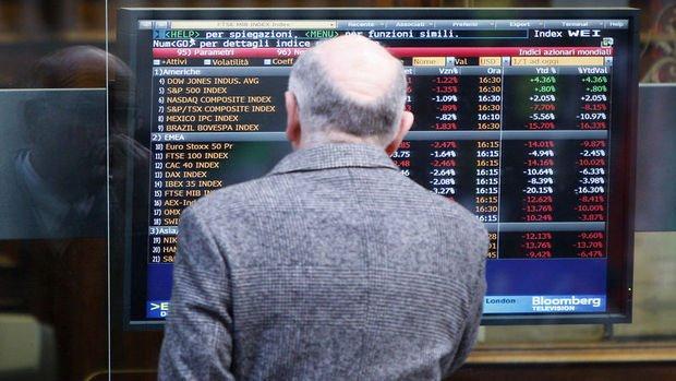 Küresel Piyasalar: ABD hisseleri dolarla birlikte geriledi, petrol ayın en yüksek seviyesine geldi