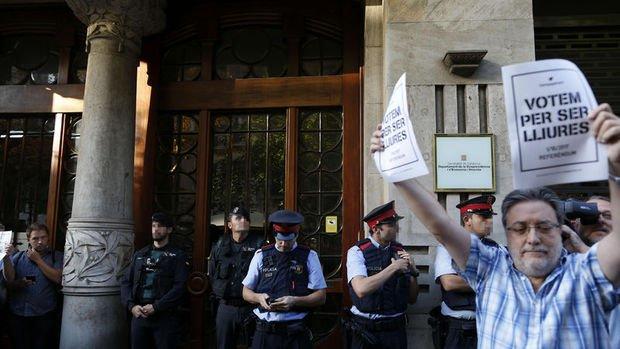 İspanya polisinden Katalan hükümetinin genel merkezine baskın