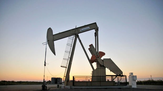 Petrol ABD'de stokların düşmesi ile kazancını korudu