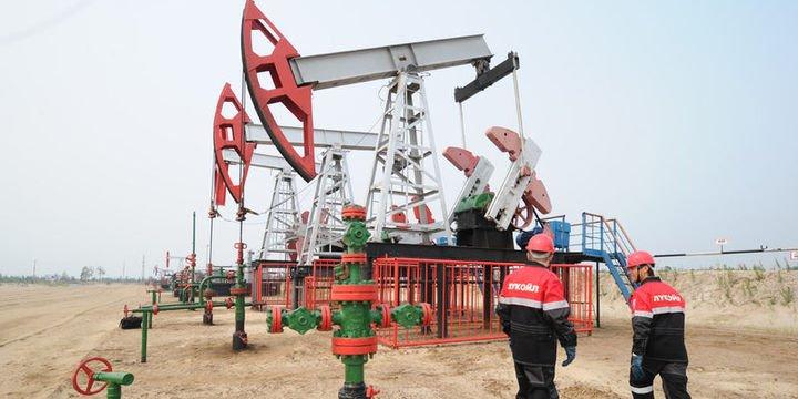 Fitch petrol fiyatlarının 60 dolar altında kalmasını öngörüyor
