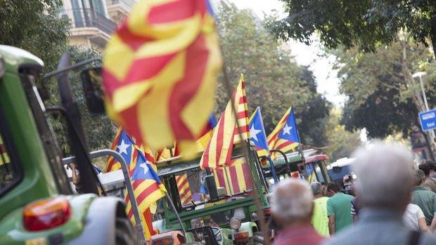 Katalonya Başkanı Puigdemont'tan kararlılık mesajı