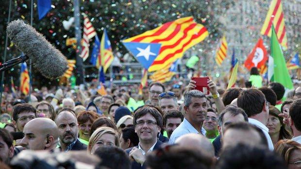 Katalonya'nın yarın tek taraflı bağımsızlık ilan etmesi bekleniyor