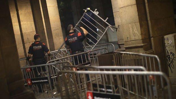 Katalonya yerel parlamentosunda olağanüstü güvenlik önlemleri alındı