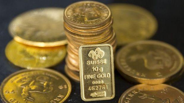 """Altın """"güçlü dolar"""" ile haftalık kaybına yöneldi"""