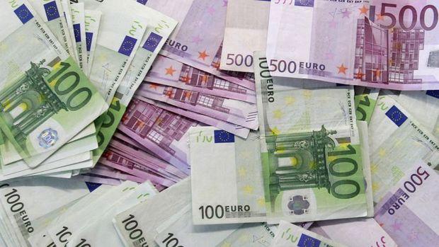 Euro/dolar AMB açıklaması sonrası sert düştü