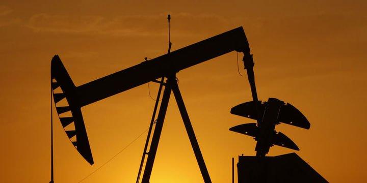 Petrol dalgalı seyrinin ardından 57 dolarda denge buldu