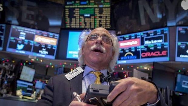 Küresel Piyasalar: Dolar hafifçe geriledi, hisseler kayıplarını geri aldı