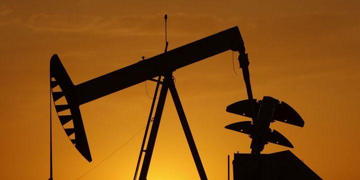 Petrol OPEC toplantısı öncesi 57 dolar civarında dalgalandı