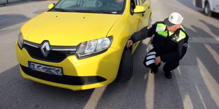 Bakan Arslan: (Ticari araç) Kış lastiği kullanma zorunluluğunu valilere bıraktık