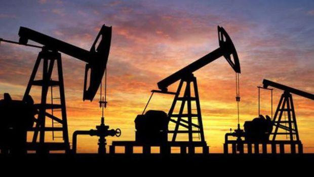 Petrol 2 haftanın en yükseğinin yakınında kazançlarına tutundu