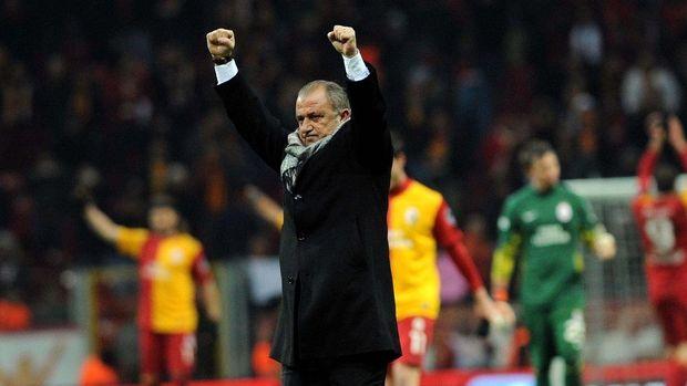 Fatih Terim Galatasaray'a resmi imzayı attı