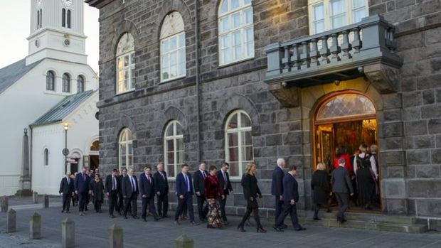 İzlanda'da erkeklerin kadınlardan fazla maaş alması yasaklandı