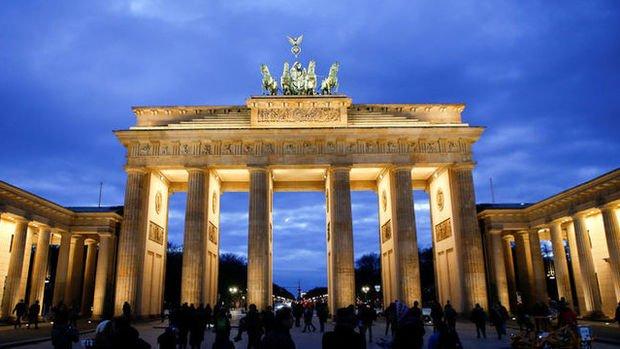 Almanya'da ekonomik büyüme 2017'de beklentinin altında hızlandı