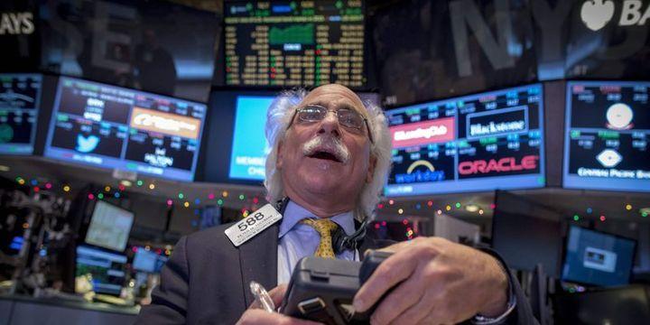 Küresel Piyasalar: Dolar düşüşünü sürdürdü, hisseler ve altın yükseldi
