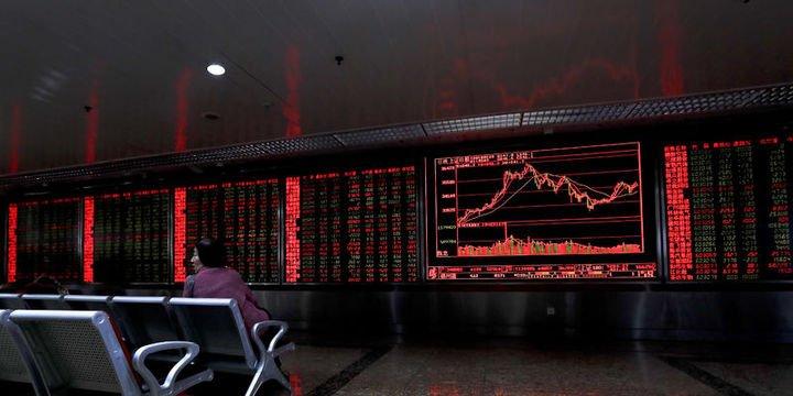 """Küresel Piyasalar: Dolar """"siyasi kargaşa"""" ile düştü, hisseler karışık"""