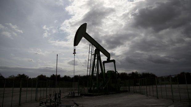 Petrol ABD'de üretimin artacağı endişeleri ile geriledi