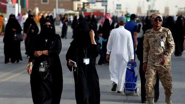 Suudi Arabistan'dan kadınların kıyafetiyle ilgili tarihi karar