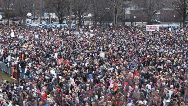 ABD'de on binlerce öğrenciden silah protestosu
