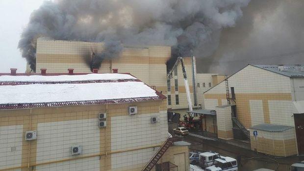 Rusya'da AVM'de yangın: 37 ölü