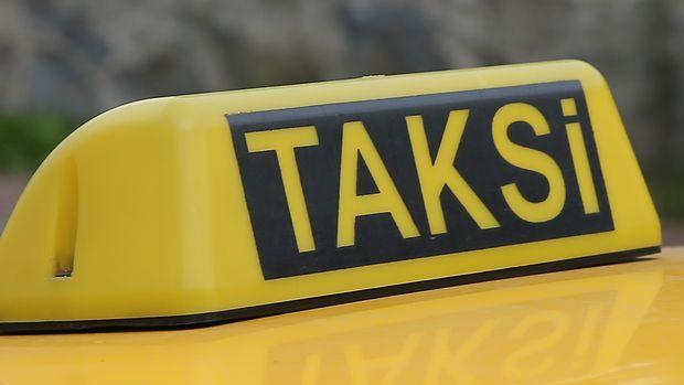 İstanbul'daki taksilerin tepe lambaları 3 renkte olacak